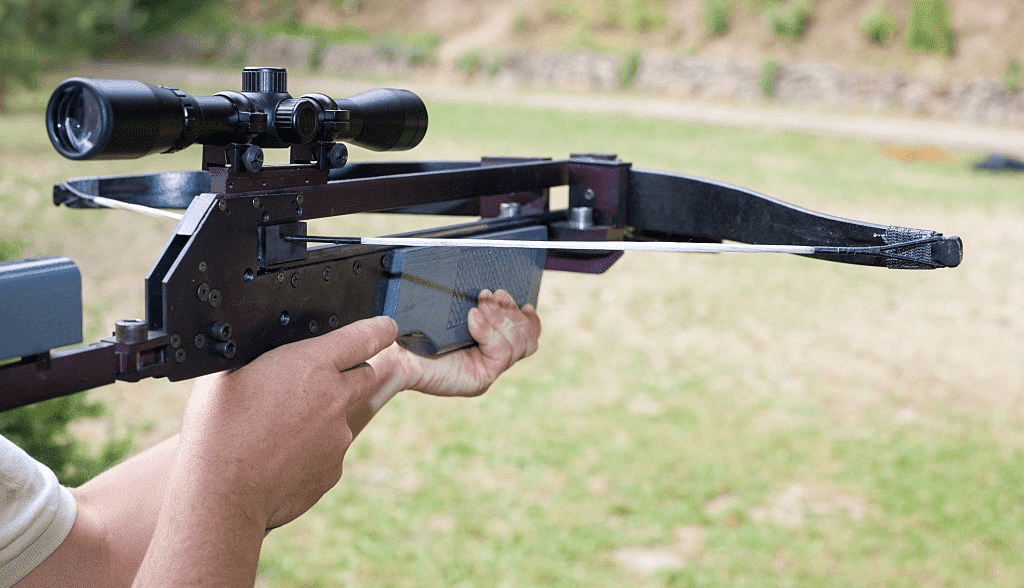 shoot with crossbow scope