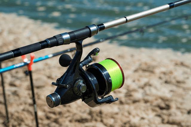10 Best Surf Fishing Rod and Reel Combo in 2020 (Buying Guide)